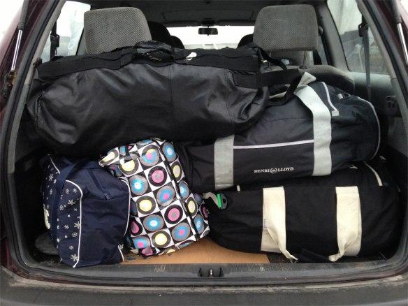 Packad bil hemåt